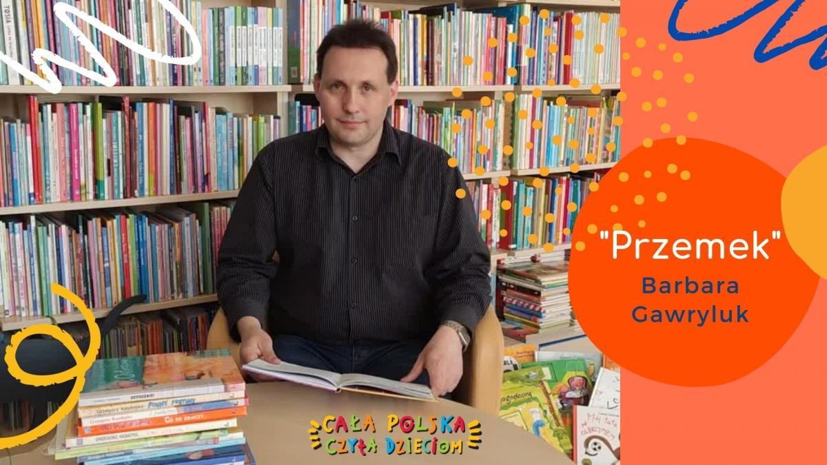 Zdjęcie kolorowe, kadr z filmiku z głośnego czytania