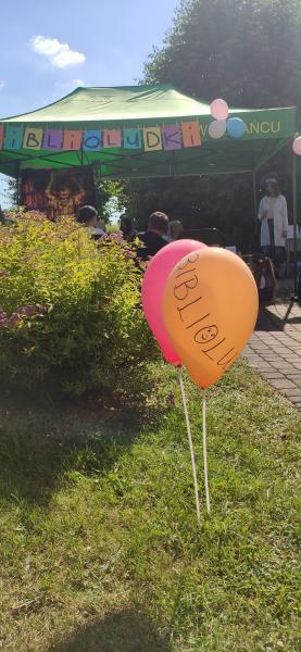 balony kolorowe na tle wydarzenia Wiosna z doświadczeniami